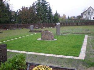 Urnengrab mit einheitlichem Denkmal Eischott